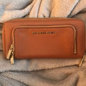 Authentic Micheal kors wallet acorn color